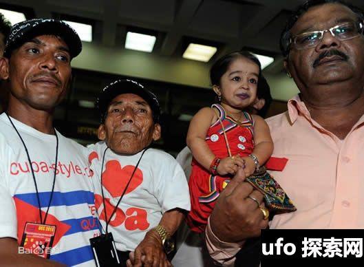 75岁世界上最矮的男人去世,从贫穷到一夜出名