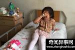女童小便出血,医生检查发现孩子体内有异物,妈妈不敢接受现实