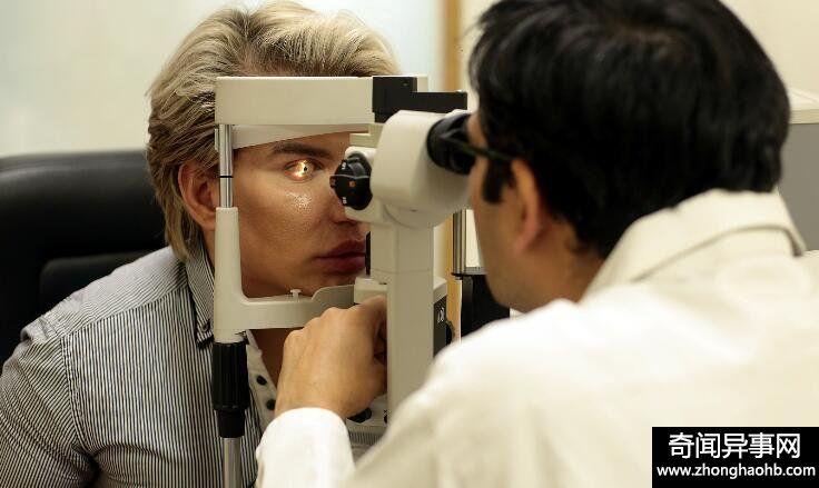 英国男子整容上瘾全身动100多处  又打算改变眼球颜色