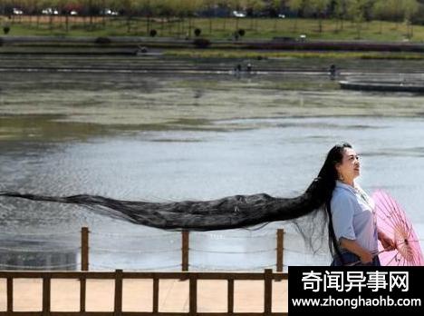女子留3米长发 竟是为了当年的一句话
