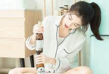 强制把药丸推进她体内/有奶水的妓女