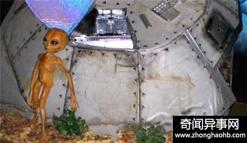 世界上真有外星人存在吗 看他竟然用手机和外星人打电话
